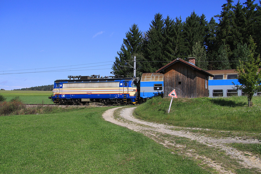 http://www.bahnbilder.ch/pictures/medium/5351.jpg