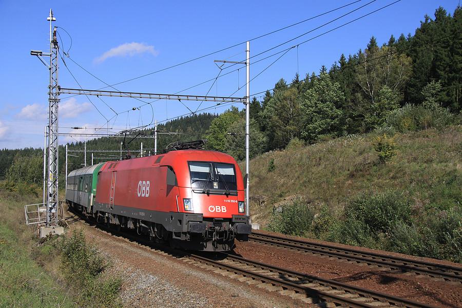 http://www.bahnbilder.ch/pictures/medium/5352.jpg
